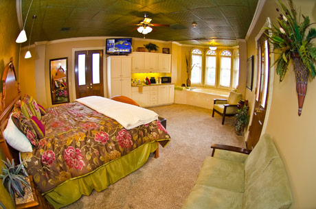 Eureka Springs lodging - The Parkview Suite